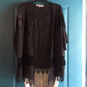 Black kimono with lace and believer trim